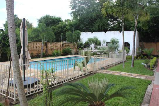 5 Bedrooms Home With A Swimming Pool  In Masaki image 2