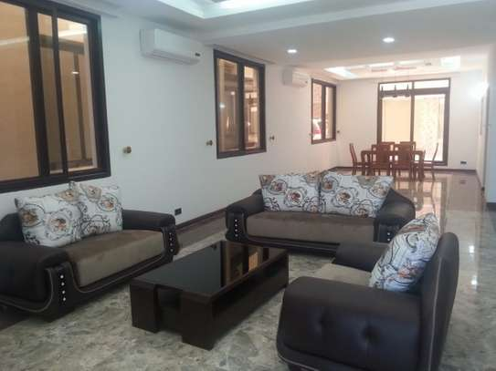 5 Bedrooms Villa For Rent In Oysterbay image 3