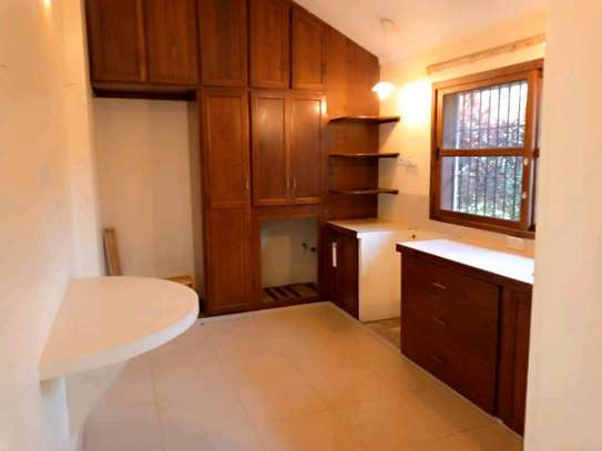 Nice 3bedroom house in oysterbay $1500 image 3