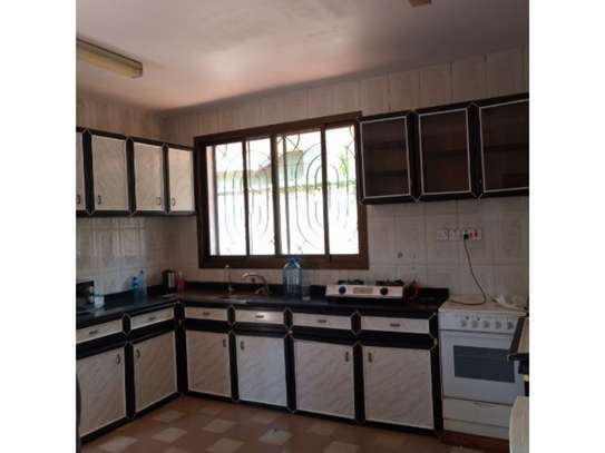 5 bed room all ensuite for rent at msasani , house i deal for office. image 4