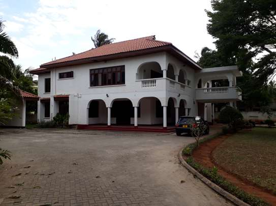 6 Bedrooms House a Msasani