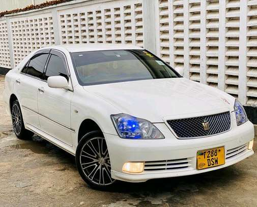 2005 Toyota crown image 1