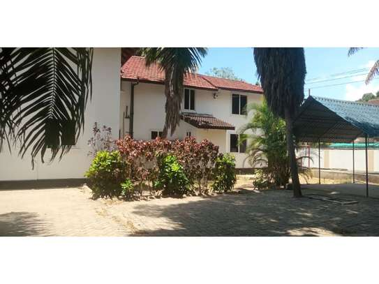 6bed house along main rd is good i deal for office image 7