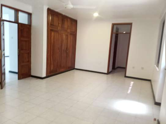 5 BEDROOMS BUNGALOW FOR RENT image 5