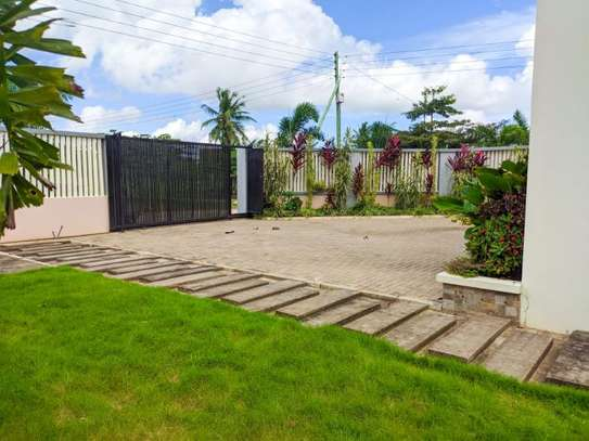 4 bed room for sale at kibada tsh 400mil amazng house image 5