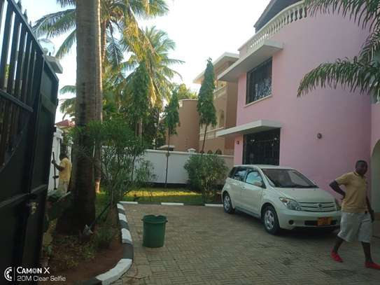 5bed villa all ensuet at msasani $1500pm image 3