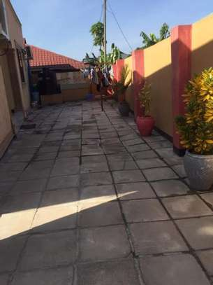 5 bed room house with  servant quorter for sale at ununio image 7