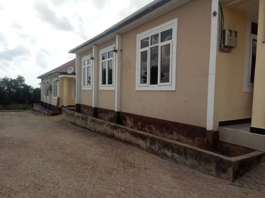 3 bed room house for rent at makongo juu image 2