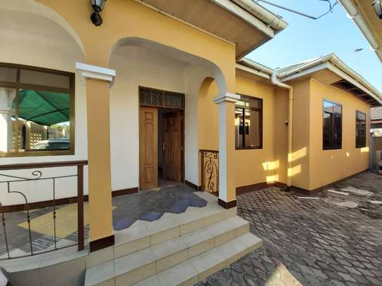 6 bedroom house for rent suitable for OFFICE image 1