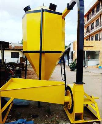 Vertical Animal(Poultry) feed crushing and mixing machine