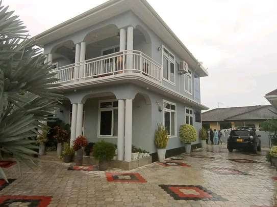 5 BDRMS BEAUTIFUL HOME, TSHS.600MILLION AT MBEZI BEACH. image 1