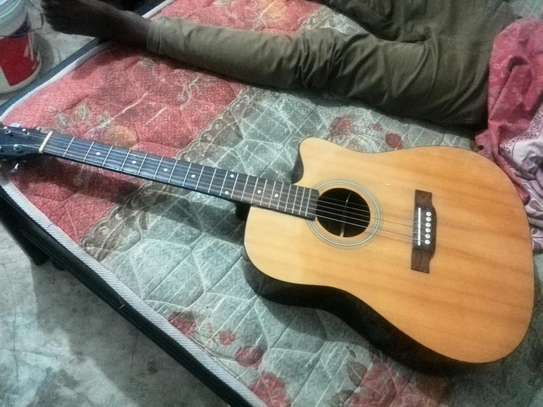 Acoustic guiter image 1