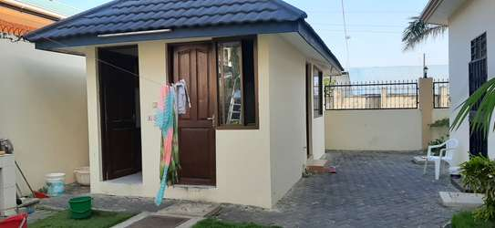 4 Bedrooms House For Rent in Msasani image 12