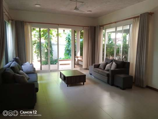 4bedroom Luxury town house to let in oyster bay image 4