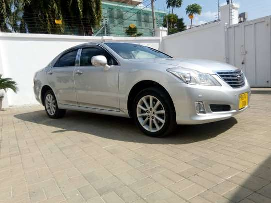 2009 Toyota Crown Royal Saloon image 4