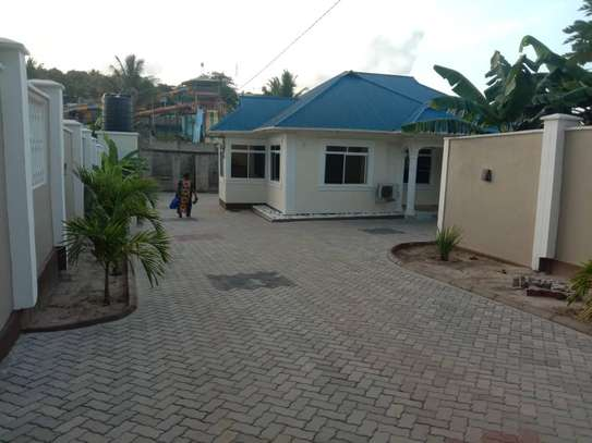 3 bed room big house for sale  at kigamboni image 5