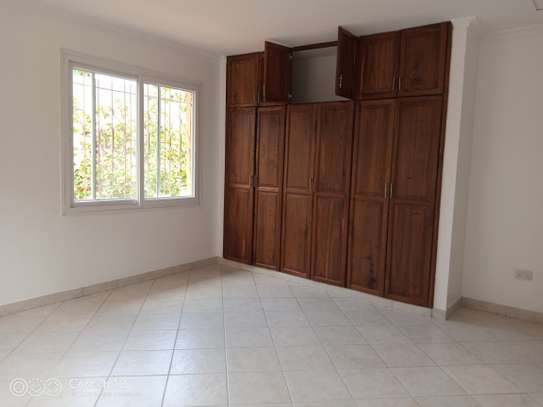 4bdrm villa house for rent in oyster bay image 5