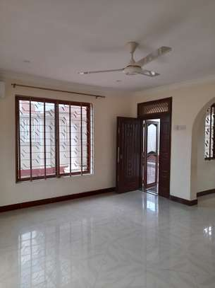 3bedroom standalone house to let in Mikocheni image 4