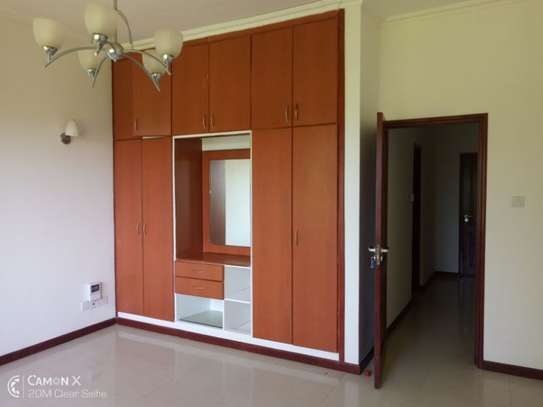 4 bed room house sea view for rent at oyster bay toure drive image 5