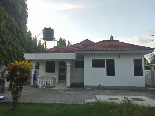 3bed room house at mbez beach tsh 1.million image 1