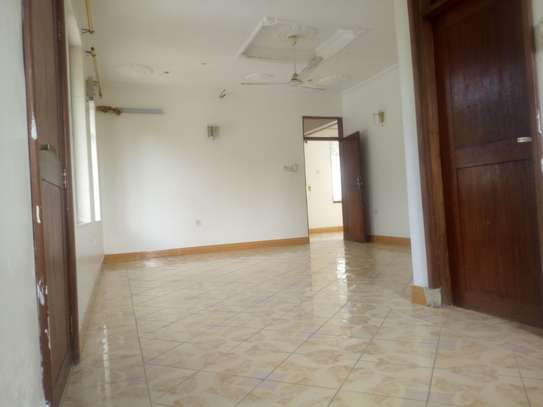 33 bed room house for rent at makongo image 10