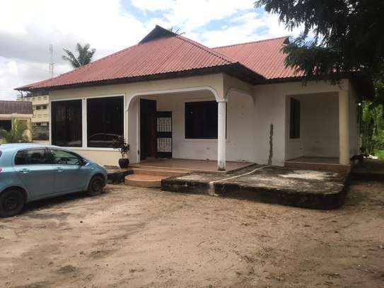 house in the compound  very good i deal for office  along main rd tsh 1,000,000 image 13