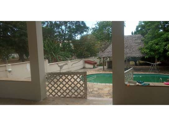 3bed house at oyster bay with banda in pool image 8