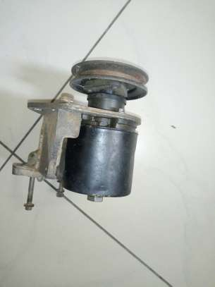 Steering pump land Rover image 2
