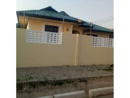 3bed house at kinondoni tsh 1,000,000 image 4