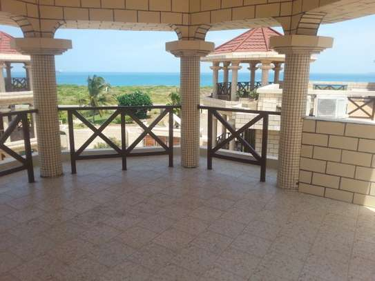 4 Bedrooms Villas With Sea View In Masaki For Rent