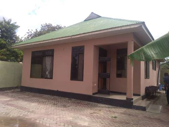house for sale at bunju A ziko 2 kila moja inavyumba 2 tsh 100million image 3
