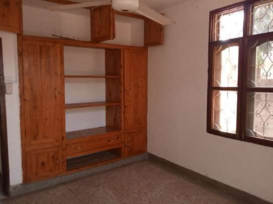 5 Bdrm House at Mikochen a $800pm with Big compound image 10