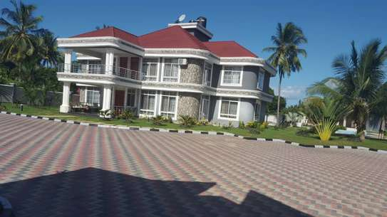 6 bed room house for sale  at salasala image 10