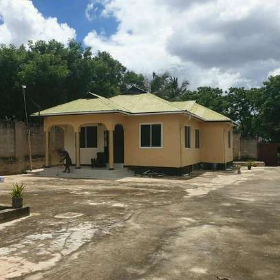 HOUSE FOR SALE SALASALA image 1