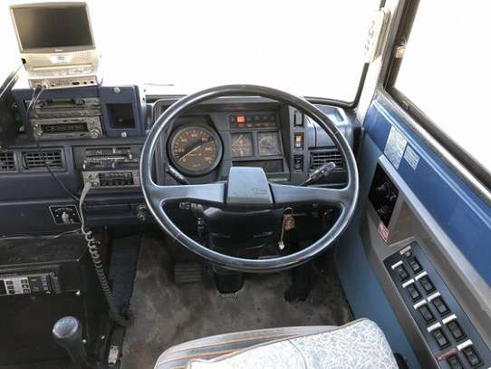 1988 Hino RAINBOW BUS 26SEATER TSHS 33MILLION ON THE ROAD image 11