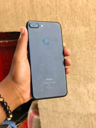 7plus 32gb available image 2