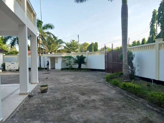 4 bed room all ensuite for rent house at avocado near tripple seven image 3