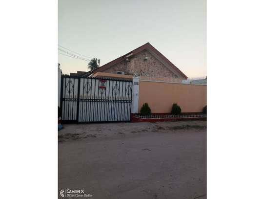 4bed house at mikocheni warioba tshs 1300000 image 2