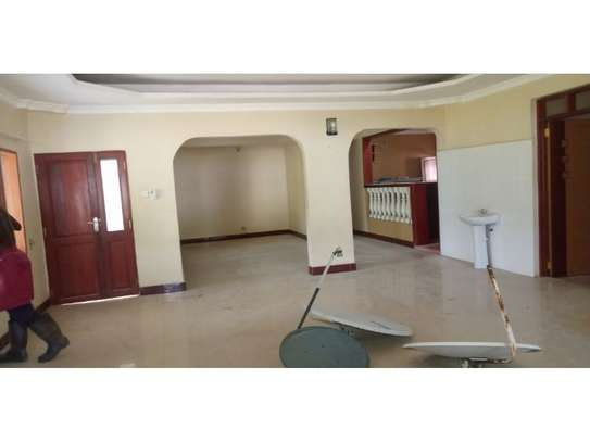 4bed house i deal for office along haileselasie rd masaki $2500pm image 3