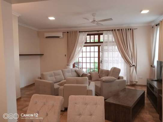 4 Bdrm Town House at Oysterbay image 7