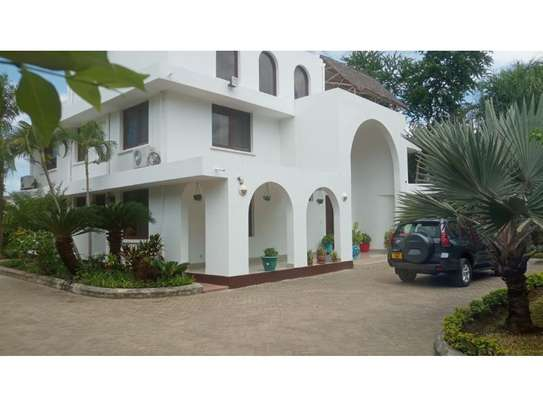 4 big house oom for rent at masaki image 3