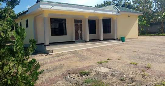 3 bed room stand alone house for rent at boko magengeni image 5