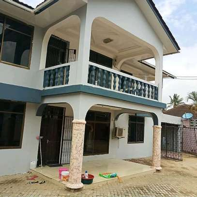 6 Bedroom House Mbezi Beach image 2