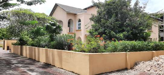 4 Bedrooms Large House In A Small Gated Community In Oysterbay image 1