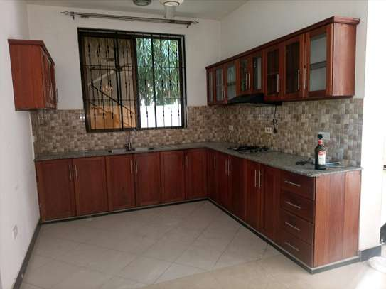 VILLAS FOR RENT AT ADA ESTATE NEAR LEADERS image 3