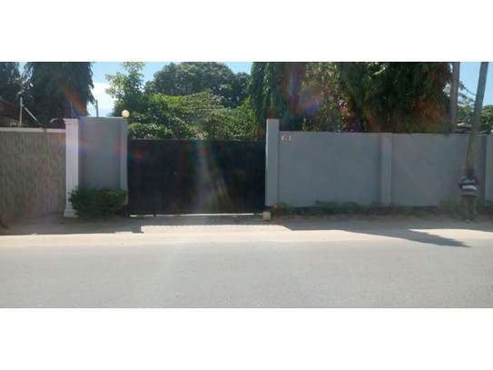 3bed house at mikocheni regent  on main rd i deal for office  with nice price