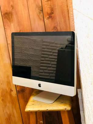 iMac core i3 in clean condition image 3