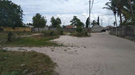 BUY KIGAMBONI PRIME LOCATION PLOT CLOSE TO FERRY AND OCEAN SHORES image 2