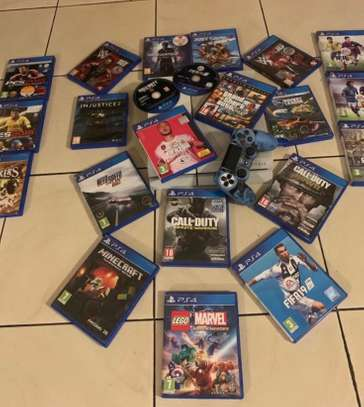 Used PS4 (normal white) +  24 games + 1 remote (including skin)