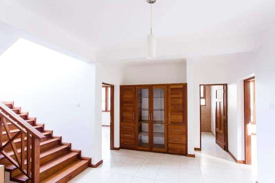 5 Bedrooms  Modern Town House at Oysterbay image 3